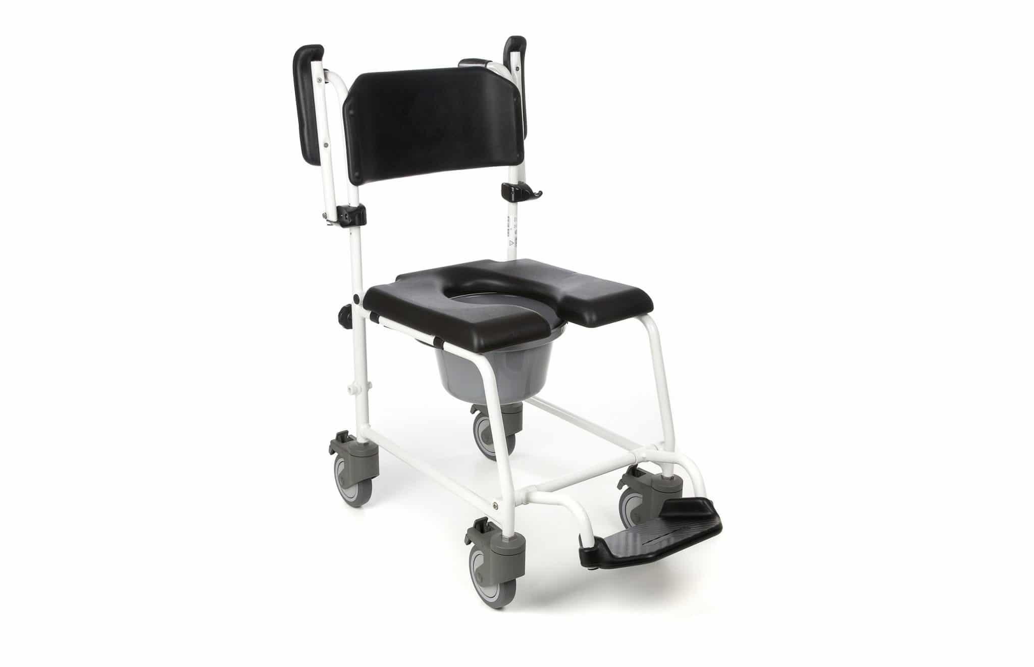 Cadeira de banho preta, com estrutura em alumínio branco vista lateral